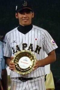 大会MVPを受賞し喜ぶ納大地(提供写真)