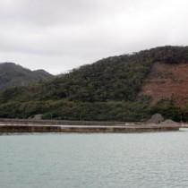 採石事業が計画されている湯湾釜、津名久両集落間の山林=21日、大和村