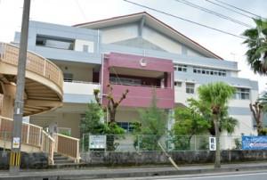 新たに完成した金久中学校の体育館=15日、奄美市名瀬