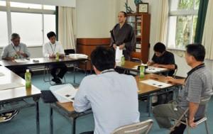 大島紬の販路拡大などについて、米国での市場調査の内容が報告された第3回実行委員会=11日、奄美市名瀬