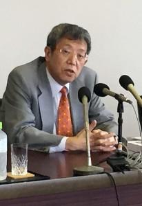 奄美の世界自然遺産登録について語る岩崎社長=3日、鹿児島市