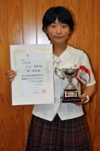 レシテーションの部で最優秀賞を受賞した平沙也香さん=18日、奄美高校