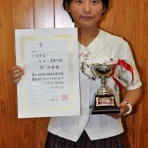 レレシテーションの部で最優秀賞を受賞した平沙也香さん=18日、奄美高校