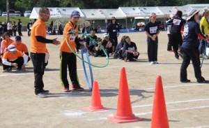 輪投げなど13種目を施設の利用者や職員が楽しんだゆうあいスポーツ大会=3日、喜界町