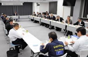 運航要領を承認した第2回奄美ドクターヘリ運航調整委員会=14日、奄美市の県立大島病院救命救急センター