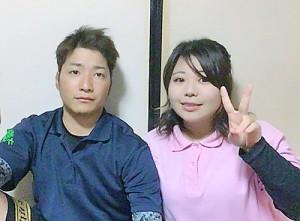 休校中の母校で結婚披露宴を開いた(右から)永田愛海さんと夫・麗雄名さん