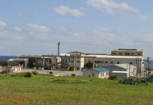 沖永良部島の南栄糖業=11月2日、和泊町皆川