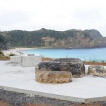 慰霊碑建立工事が着工した船越海岸=23日、宇検村