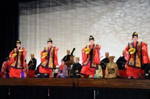 多くの観客を魅了した琉球舞踊公演=11日、瀬戸内町