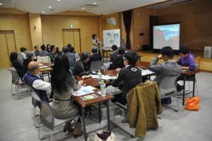 外国人と協働の大切さを学んだ多文化共生地域づくり講座=17日、奄美市名瀬