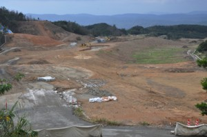 陸上自衛隊南西警備部隊の施設建設に向け造成工事が進む計画地=28日、奄美市名瀬大熊地区