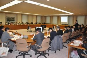 奄美群島の国立公園指定を認める答申を出した中央環境審議会自然環境部会=26日、東京