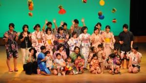生徒らがファッションショー形式で作品を披露した徳之島高校総合学科の学習発表会=27日、徳之島町