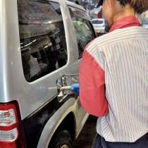 原油価格の高騰でガソリンもじわりと値上げが続く(資料写真)