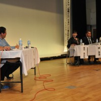 「西郷どん」放映効果に期待する声が相次いだ討論会=21日、和泊町