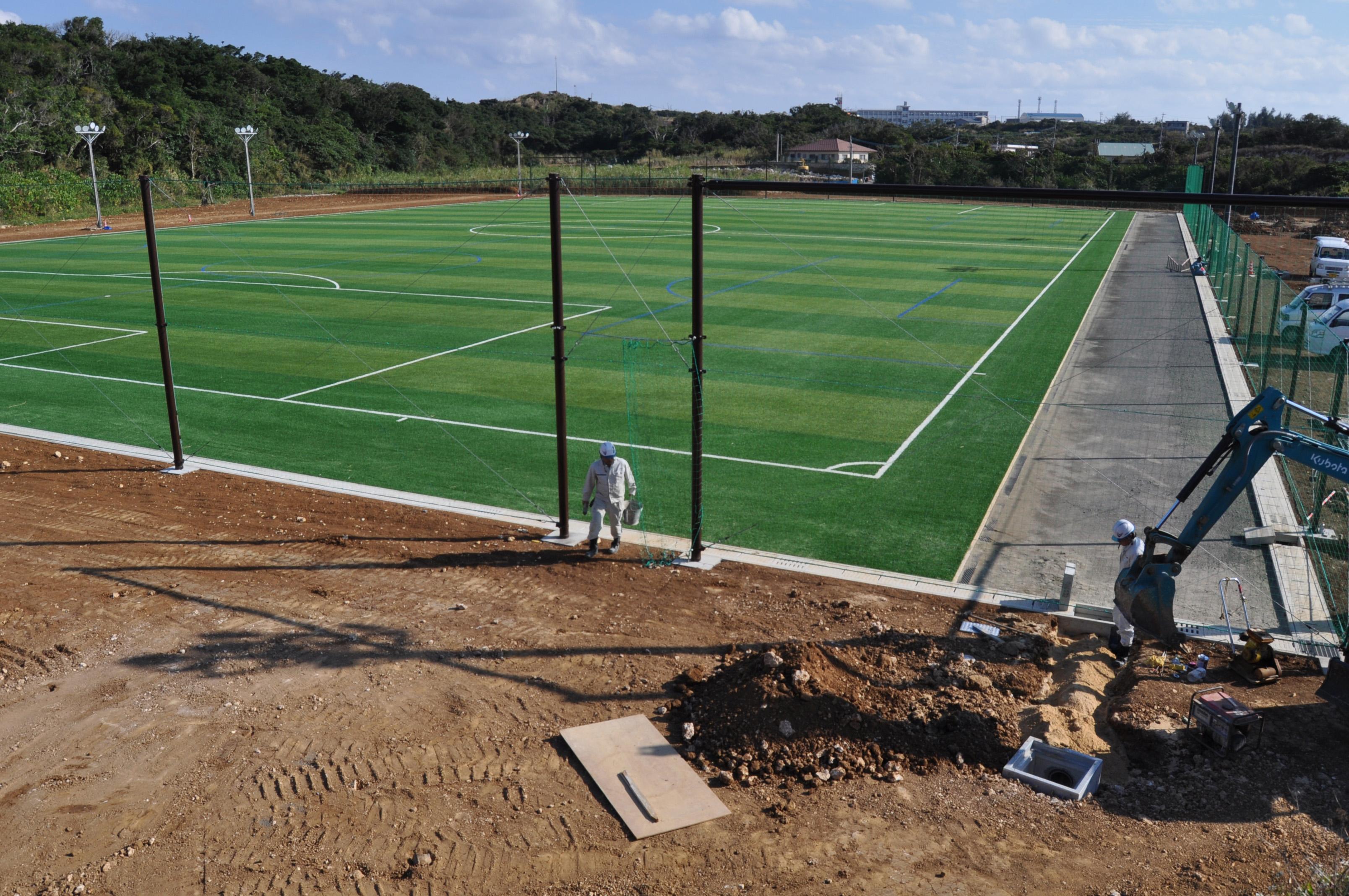 与論町多目的運動広場に人工芝サッカー場完成 | 南海日日新聞
