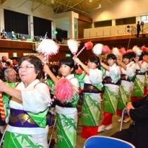 奄美群島各地の伝統芸能や創作舞踊が披露された広域文化祭=18日、瀬戸内町