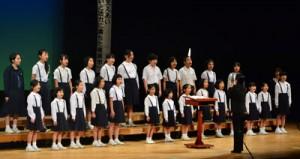 奄美市少年少女合唱団の歌声で開幕した「奄美市まなび・福祉フェスタ」=26日、奄美文化センター