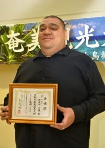 奄美観光大使に任命された武蔵川光偉さん=5日、奄美市名瀬