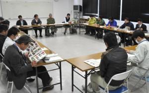 希少種の保護に向けた対策について意見交換した出席者ら=9日、県大島支庁徳之島事務所