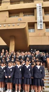 次代を担う小学生児童も参加した奄美市のセレモニー