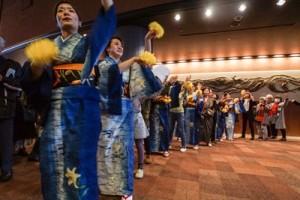 東京民族芸能大会に出演。八月踊りで観客を魅了した東京、奄美の山ゆり会メンバー=19日、東京・池袋