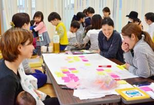子育てしやすい街づくりについて語り合う参加者=13日、AiAiひろば