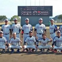 県予選で初優勝し、西日本大会に出場を決めたドルフィンズの選手ら(提供写真)