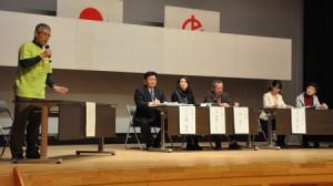 2校の職員と地元ガイドらが意見交換したパネルディスカッション=4日、徳之島町