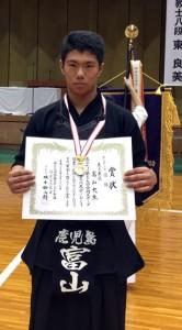 全国スポーツ少年団剣道交流大会中学男子個人戦を制した富山大生(提供写真)