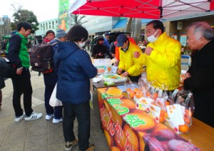大和村産タンカンを販売して人気を集めた「たんかんまつり」=2月18日、神奈川県大和市(提供写真)