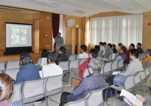 外来種問題をテーマにあった鹿児島大学主催のシンポジウム=4日、奄美市