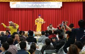 島唄などの舞台発表でもてなしたウエルカムパーティー=11日、和泊町