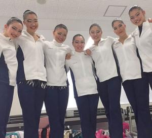 第3回AGGジャパンカップで優勝した大阪樟蔭女子大学チーム(左から3人目)富優利菜と(右から2人目)中村彩女=提供写真
