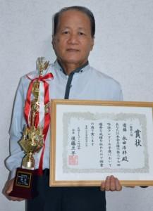 詩吟の関東大会で優勝した永田浩郎さん=25日、奄美市名瀬根瀬部の自宅
