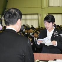 77人が決意を新たにした奄美看護福祉専門学校入学式=13日、奄美市