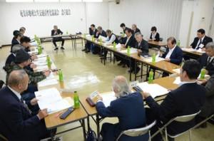 事業目的などを説明した奄美市地域公共交通活性化協設立総会=7日、市役所