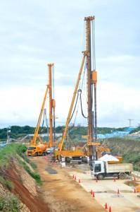 地下ダム止水壁の工事が進められている作業現場=知名町余多