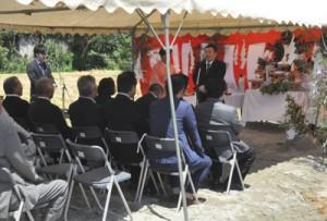 関係者が工事の安全を祈願した起工式=26日、徳之島町亀徳