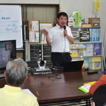 星槎大サテライトカレッジin沖永良部島で初めて開かれた教員免許状更新講習=20日、知名町