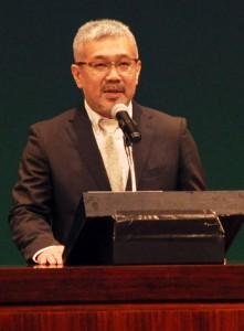 奄美エフエム10周年式典・麓理事長写真 丸山
