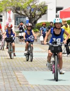 小中学生109人が競ったチャレンジKIDS徳之島大会=24日、天城町総合運動公園