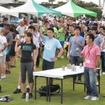 大会の健闘を誓い合ったカーボパーティー=23日、天城町総合運動公園