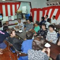 八月踊り・相撲甚句の保存DVDのお披露目があった祝賀会=10日、奄美市名瀬