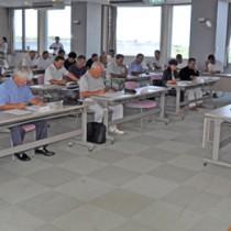 多面的機能の維持などを目的に、天城町と町内13組織が広域協定締結へ向けて開いた運営委設立総会=27日、同町役場