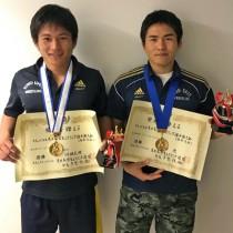 東日本学生レスリング選手権大会の男子86㌔級で優勝した(右から)川畑光、74㌔級で優勝した弟の川畑孔明(提供写真)