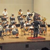 島内の7校が集った子ども音楽フェスティバル=15日、徳之島町文化会館