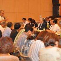 住民約100人が参加し、徳之島で初めて開催された「あなたのそばで県議会」=29日、徳之島町