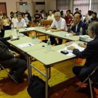 離島の医療連携構想を語り合った公開講座=16日、奄美市名瀬