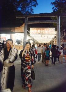 多数の来客でにぎわった六月灯=29日、奄美市名瀬の高千穂神社